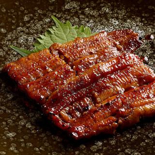 毎朝仕入れる新鮮な国産鰻、すっぽん料理をぜひご堪能ください