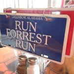 ババ・ガンプ・シュリンプ - BLUE(青)のプレート「RUN FOREST RUN」の表示にしておけば店員は来ない!