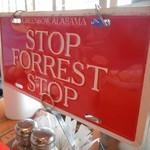 ババ・ガンプ・シュリンプ - オーダーする時にはRED(赤)のプレート「STOP FOREST STOP」を表示!