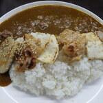 牛すじカレー 小さなカレー家 - みそ焼カレーライス(豚バラ、チキン、イカ3種ミックス)並盛¥600