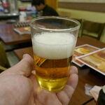 スィゥミャンマー - まずは、爽やかな苦味と炭酸の刺激が心地よい「ミャンマービール」550円をごくり!