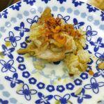 スィゥミャンマー - 「ダンパウ」は、パワフルな見た目の「プロフ」のようなご飯料理で、優しい風味に満ちたご飯にグレイビーな美味しさ満点な鶏肉が馴染んでメチャウマ!