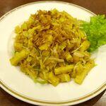スィゥミャンマー - その後は、日本の豆腐とは豆が違いそうな予感満点な「揚げ豆腐の和え物」850円をつまみつつ口の中をチルアウト!