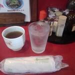 125898905 - 出された水・ほうじ茶・おしぼり