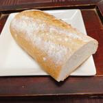 無添加パン生地工房 ナチュール - バタール (半分)  160円
