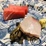 125902866 - 山口県萩の本マグロ 64kg 中トロ 大分県姫島の真鯛 皮目だけの炙り 昆布醤油 絞ったカボスと塩