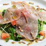 イタリアン食堂酒場 アバンティ - 生ハムと香草のサラダ