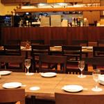イタリアン食堂酒場 アバンティ - 非常口側からの内観