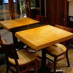 和牛焼肉 牛WAKA丸 - ☆テーブル席の雰囲気(#^.^#)☆