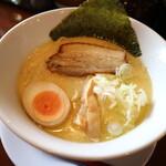 125905580 - 鶏白湯(白)太麺です 2020-0221訪問