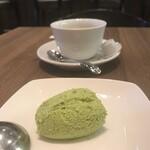 125907305 - デザートの抹茶のムース