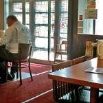 三咲屋 - テーブル席 & カウンター席