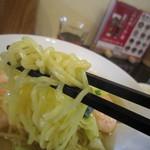 玉仙楼 - 麺アップ