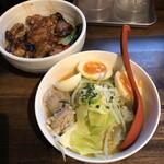 駿 - ハーフ丼 ハーフ水炊きラーメンセット 900円