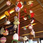 御花 - その他写真:館内は吊るし飾りがいっぱい