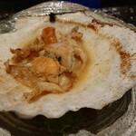 125916539 - 殻付帆立貝の鉄板焼