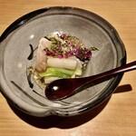赤坂 あきちゃん - 鰆の炙り カリフラワーのムース 土佐酢のジュレ うるい