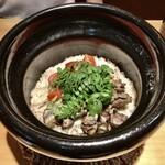 赤坂 あきちゃん - フルーツトマトと淡海地鶏と牛蒡の土鍋ご飯