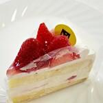 レモンドロップ - 料理写真:苺のトルテ680円税込w