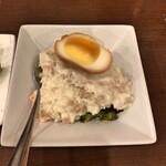 神田餃子居酒屋WARASHIBE GYOZA - 燻製卵ポテトサラダ