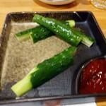 炭火焼鳥と水炊き 五郎一 - 冷やしキュウリスティック