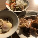武藏 - 朝食ビュッフェ3080円(税込み)。第二弾。山かけうどん、焼き魚、サラダなど。こちらの焼き魚は、常時、焼きたてに近い感じで、ビュッフェ台に置かれます(╹◡╹)