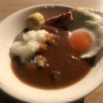 武藏 - 朝食ビュッフェ3080円(税込み)。カレーライス、目玉焼き、ベーコン、鶏団子。贅沢カレーです(^。^)(笑)。