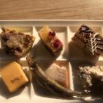 武藏 - 朝食ビュッフェ3080円(税込み)。第●弾(笑)。シメです。いつもの、チョコとベリーのショートケーキ、アップルパイ、プリンをペロリといただきました(╹◡╹)