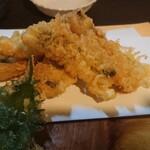 125950590 - 太刀魚の天ぷら。繊細な優しい甘さの身が口の中でほぐれて、とろける。