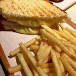 POTAMELT - チーズメルト450円とフライドポテト280円