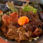 焼肉ホルモン金龍 - スペシャル肉盛り丼並¥1680
