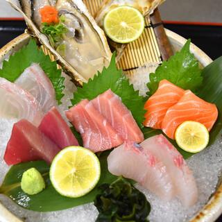 生簀で管理された鮮度抜群の≪魚介類≫