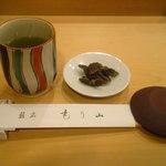 12596002 - 緑茶にきゅうりの漬物