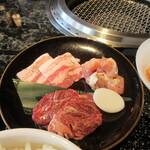 125976912 - 焼肉御膳の肉(東京X、阿波尾鶏、USハラミ)