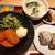 ムカカ - 品数豊富でボリューム満点!おにぎり定食カニクリームコロッケ、特製アメリケーヌソース950円