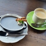 nap cafe - コーヒーと、ごまプリン。ごまプリン、大きいですね。お味は普通です。