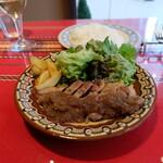 ブルガリアンダイニング トロヤン - 主菜はローズポークソテー