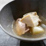 AUBE - 鮑と牛タンの薬膳スープ