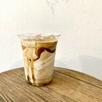 シロコーヒースタンド - アイスキャラメルラテ 450円(10円のきびストロー付)