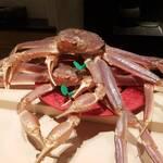 125997241 - 京都 間人(たいざ)から朝空輸されてきたばかりの生きてる蟹