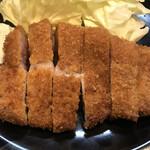 Tonkatsuyamamoto - キメの細かいパン粉で揚げられたこんがりきつね色のろーすかつ!