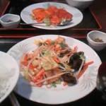 1260946 - 肉野菜炒め定食+芝エビチリソース定食