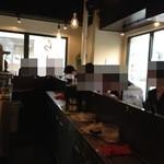 AFURI - 全面ガラス張り、このせいかラーメン屋にしては女性客が多いです