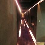 126002627 - 廊下フェチとしては、こういう斬新な廊下もタマランです。(≧∇≦)