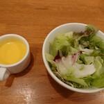 イタリアンダイニングDoNa - セットのスープとサラダ