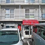 ラーメン専門 ひまわり - 4階建て集合住宅の1階です