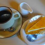 126010024 - クリームチーズケーキとコーヒー