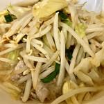 126019814 - スープは少しこってり感があった。野菜だけでなく豚肉なんかも入っていたよ。