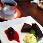 タイズ - 暖かいチョコレートケーキ
