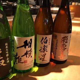 全国の地酒は定番からレアなものまで幅広く取り揃えております。